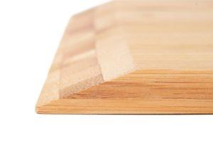 Pizzaschieber aus Bambus mit abgeflachter Kante