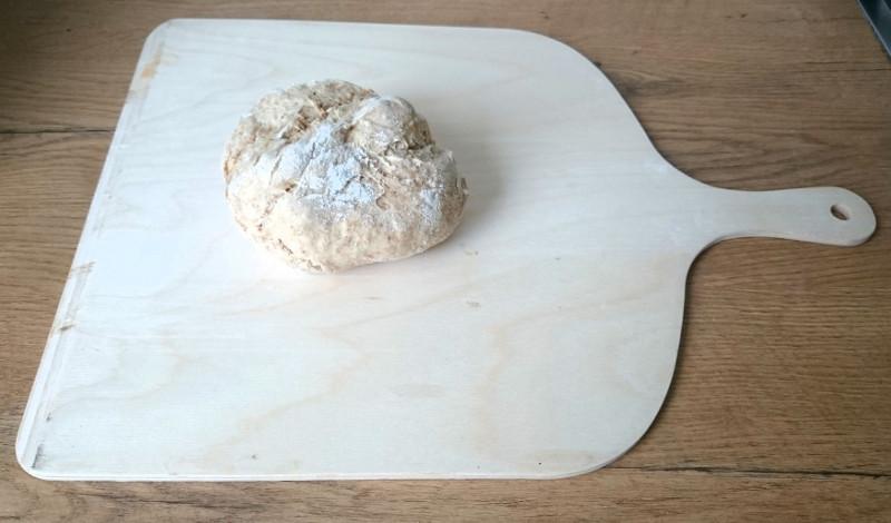 günstiger Brotschieber aus Birkensperrholz